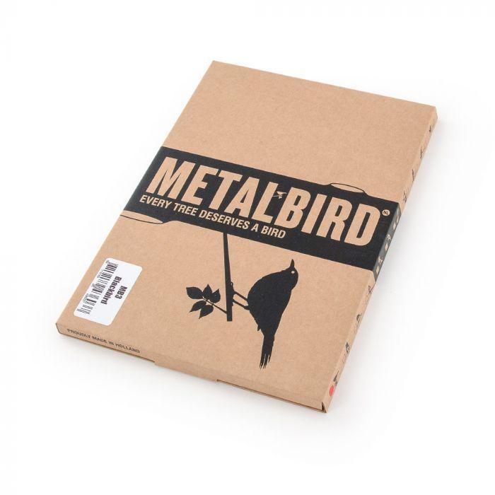Merle en métal